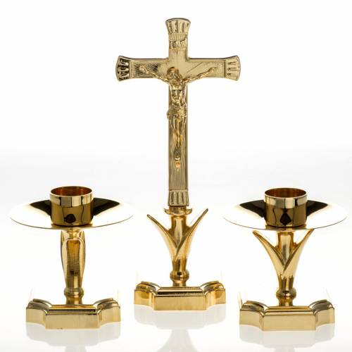 Altar crucifix and candlesticks in brass s1
