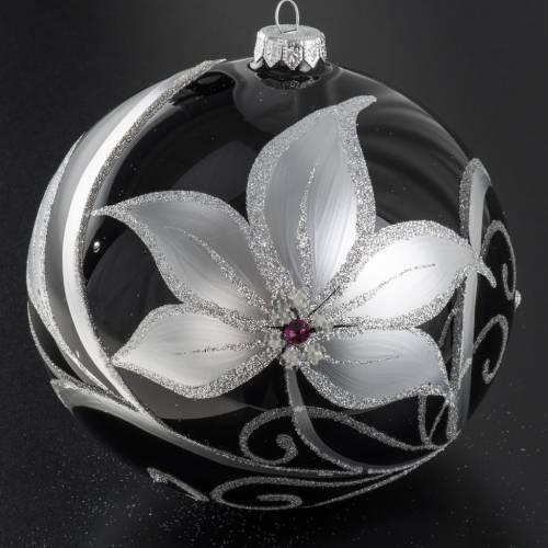 Boule de Noel noire fleurs blancs 15 cm s2