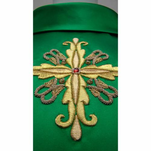 Chasuble in pure silk with hand-embroidered cross symbol s3