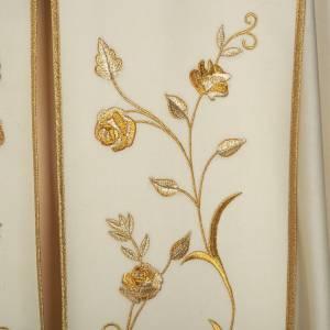 Dalmatik, Rauchmantel und Pluvial: Chormantel mit vergoldeten Rosen und IHS