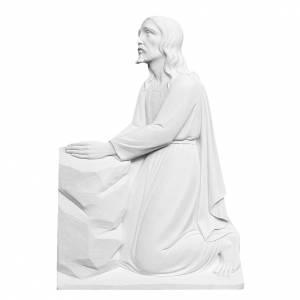Articles funéraires: Christ à genoux relief marbre reconstitué 47 cm