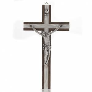 Crucifijos y cruces de madera: Crucifijo de madera clara y metal plateado.