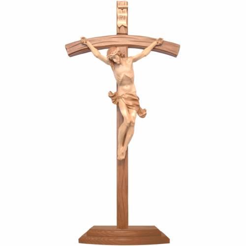 Crucifix à poser bois patiné multinuances croix courbée sculptée s1