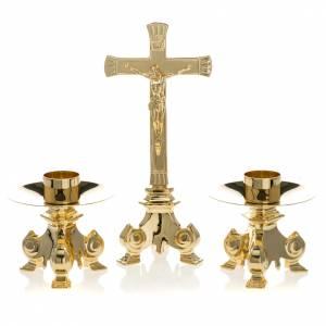 Cruces de altar con candeleros: Cruz y candelabros para altar completo de latón