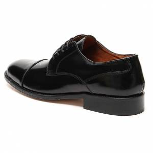 Footwear: Shoes in polished real leather, toe cut