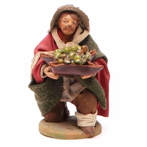 Uomo in ginocchio con olive cesto cuoio 10 cm presepe Napoli s1