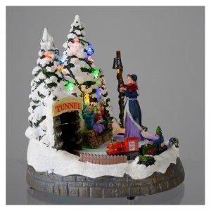 Villaggio bianco natalizio con treno in movimento 20x20x20 cm s4