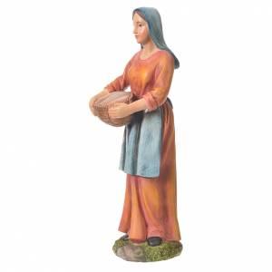 Agricultora con cesta para belenes de 30cm, resina s5