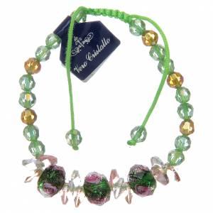 Bracciale con cordoncino verde con grani in cristallo e rose s1