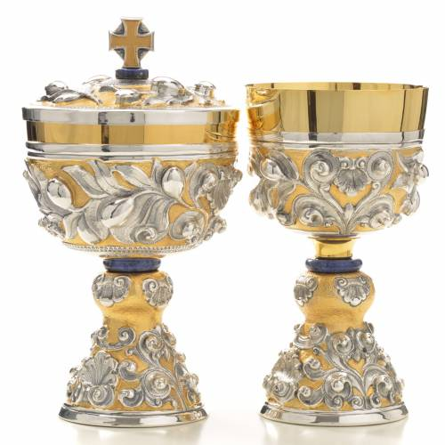 Chalice and Ciborium brass, sodalite mod. Olive, hand chiselled s1