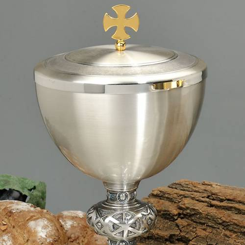 Chalice and ciborium with chiseled celtic cross s2