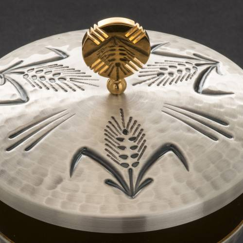 Chalice, ciborium and paten with ears of wheat, crosses and grap s6