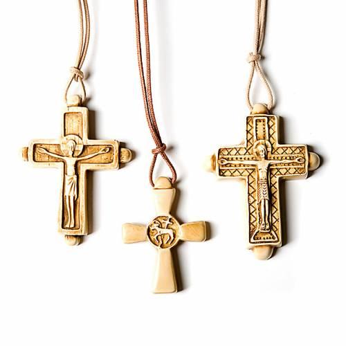Croce pendente color avorio s1