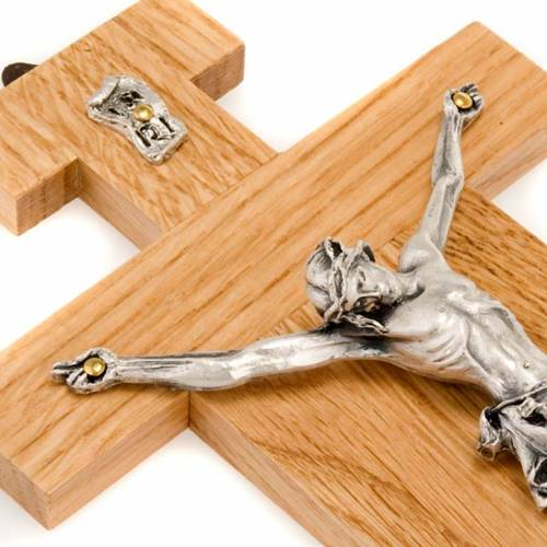 Crucifijo de madera de roble, cuerpo en plateado 23 cm s3