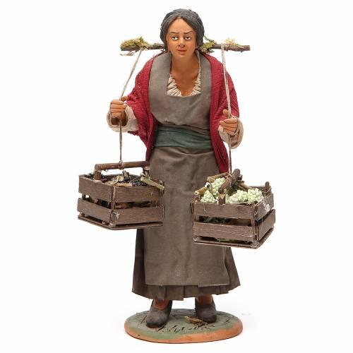 Femme avec caisses raisin 30 cm crèche Naples s1