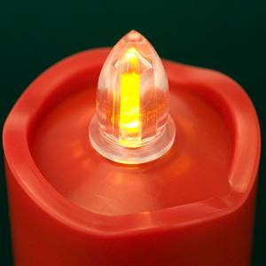 Votive candles: LED votive candle, red with wavy rim