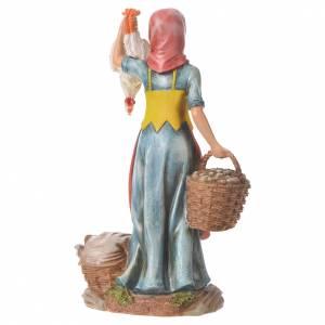Mujer con gallinas y cesta para belenes de 30cm, resina s6