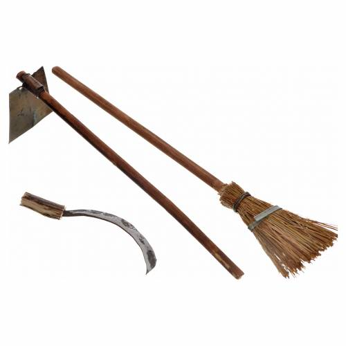 Neapolitan Nativity scene accessory, hoe, broom and sickle, 10 c s1