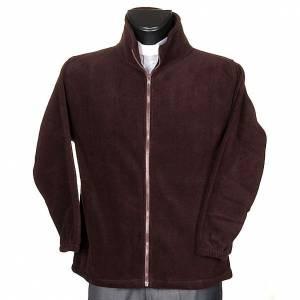 Chaqueta: Polar marrón con cremallera y bolsillos
