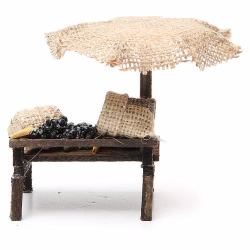 Puesto de mercado para belén con sombrilla y aceitunas 12x10x12 cm s4