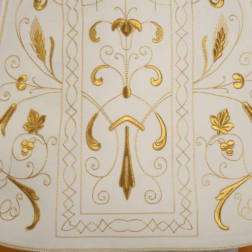Roman chasuble with golden embroidery s3