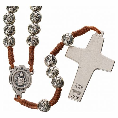 Rosario metallo Papa Francesco roselline legatura corda s2