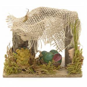 Cibo in miniatura presepe: Banchetto di frutta con tenda e piante presepe