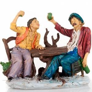 Bebedores a la mesa con vaso levantado 10 cm s3