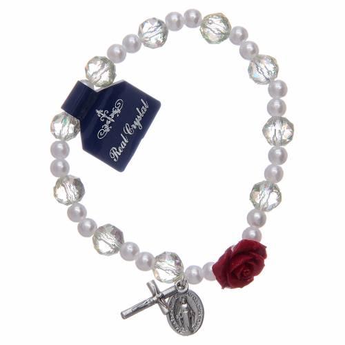 Bracelet élastique avec grains blancs et pater en forme de rose s1