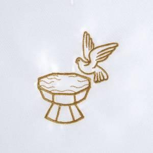 Petites aubes et cierges pour baptême: Brassière baptême avec colombe et fonts baptismaux satin