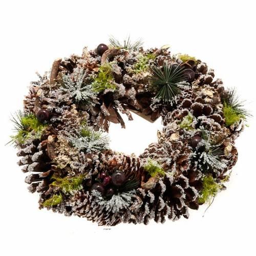 couronne de noel, pignes et neige, décorations noël 1