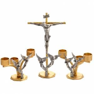 Cruces de altar con candeleros: Cruz y candelabros de 3 llamas con ángeles bronce fundido