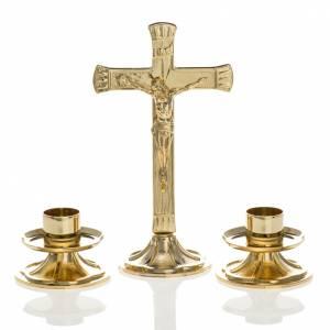 Cruces de altar con candeleros: Cruz y candelabros para altar completo de latón dorado