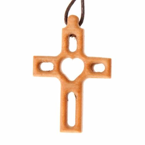 Heart-shaped fretwork cross s1