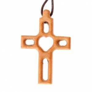 Zawieszki krzyż drewno: Krzyż z sercem