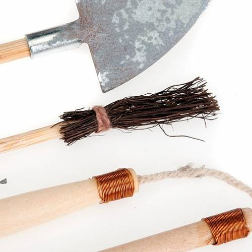 Nativity set accessory, set of wooden and metal tools s3