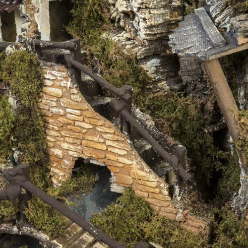 Nativity setting, village with fountain, stream and fence s6