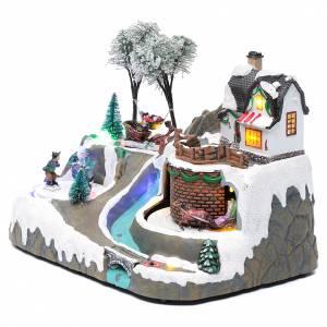 Pueblos navideños en miniatura: Paisaje de Navidad con música y niños en movimiento 20x25x20 cm