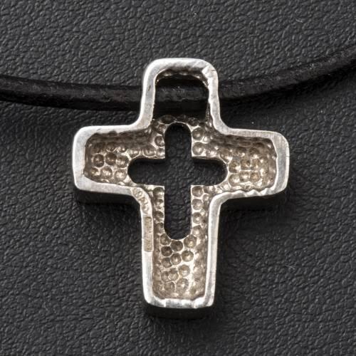 Pendentif croix en argent percée s4