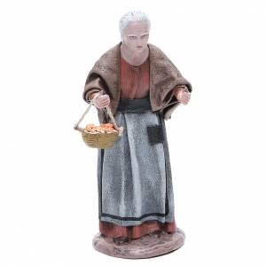 Statue crèche terre cuite femme âgée avec panier 17 cm s1