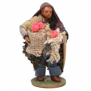 Uomo con sacchi di mele 10 cm presepe napoletano s1