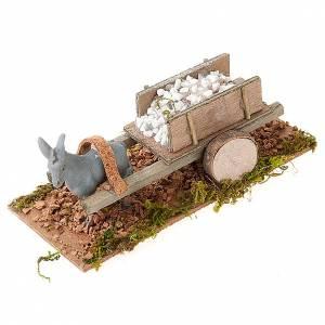 Zwierzęta do szopki: Osiołek z wózkiem załadowanym kamieniami białymi szopka 8 cm