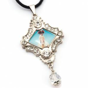 Pendant with image of Mother Mary, pearls and strass s3