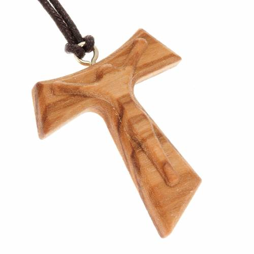 Pendente croce tau Cristo Risorto in rilievo s1