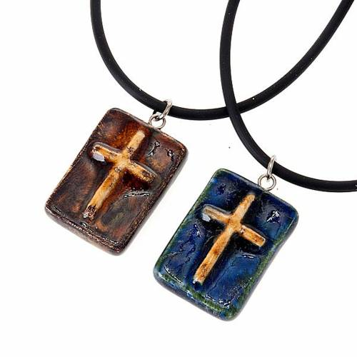 Pendentif céramique rectangulaire avec croix s1
