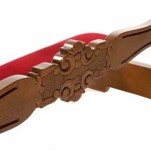 Ambones, reclinatorios, mobiliario religioso: Reclinatorio de terciopelo y madera de nogal