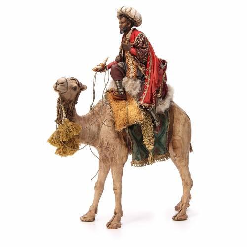 Rey Mago moreno con turbante sobre camello 18 cm Angela Tripi s1