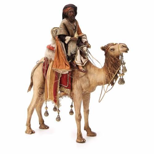 Roi Mage noir avec vase sur chameau 18cm Tripi s1