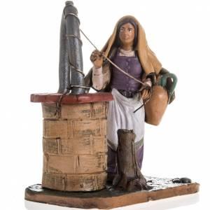 Santon crèche terre cuite femme au puits 18 cm s2