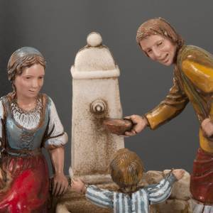 Setting for Moranduzzo nativities, family at the fountain 10cm s4